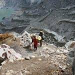 Zwei Wanderer im Gebirge in Nord Bali