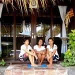 Die Mitarbeiterinnen des Spa im Taucher Resort North Bali Beach Cottages
