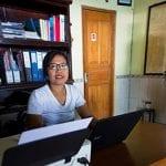 Minxi kümmert sich als Office Managerin um die Abläufe im Hintergrund. Bestellungen, Einkäufe, Übersichten. Wie die meisten Mitarbeiterinnen hat sie gleich nach der Oberschule bei uns angefangen.